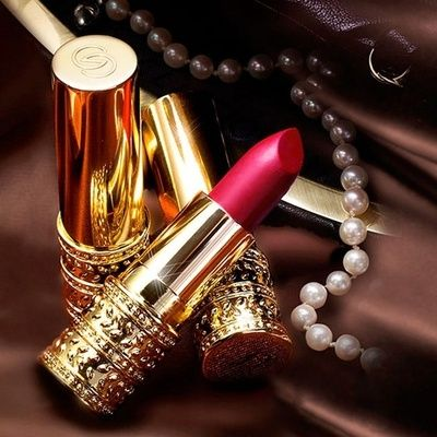 Golden lipstick cases  | More party lusciousness here: http://mylusciouslife.com/photo-galleries/wining-dining-entertaining-and-celebrating/