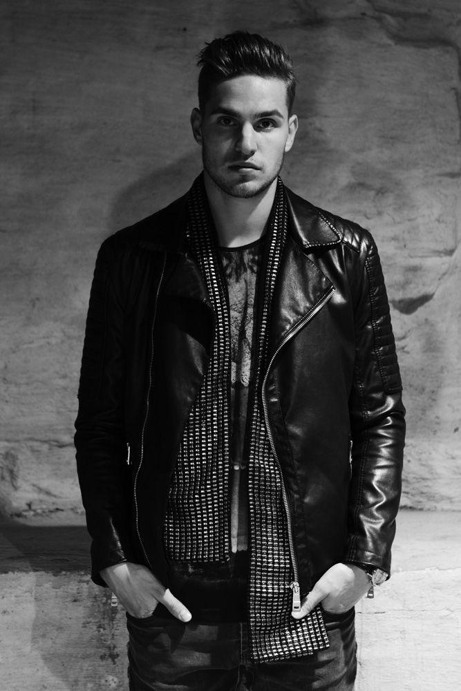 Vinnie - metallic leather scarf | gTIE Neckwear & Accessories | photo: Nadi Hammouda