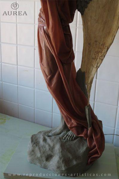 Detalle de las piernas del Ángel.