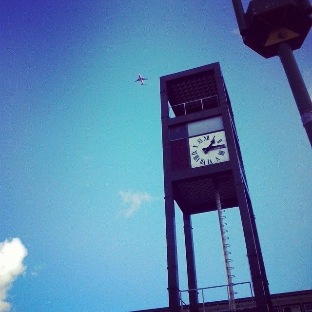 #blue #sky #fly #plane #timer #memories #holiday #2015  #uk #gb #anglia #land #winter #sunnyday #offtowork #town #clock