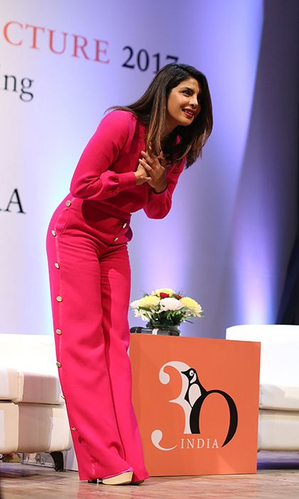 Quantico star Priyanka Chopra took a bow in New Delhi on stage at the Penguin Annual Lecture 2017 organized by Penguin Random House India on December 26. The actress was a guest speaker for a talk entitled, 'Breaking the Glass Ceiling, Chasing a Dream'.
