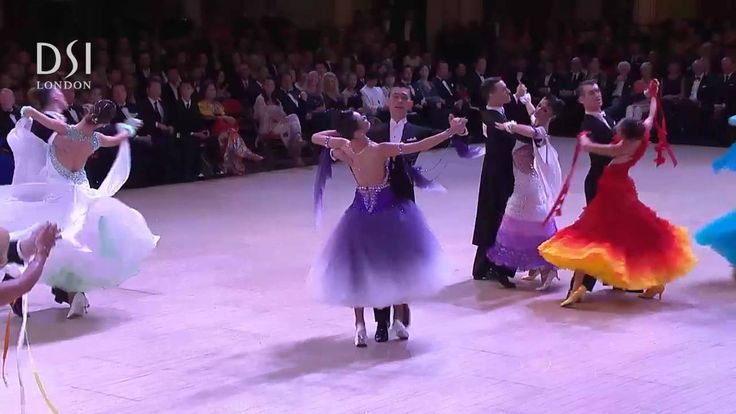 A clip from the second heat Waltz of the Amateur Ballroom quarter-final from the Open British Championships Blackpool 2014. The Professional and Amateur Ballroom DVD from the Open British is now available exclusive to DSI London http://www.dsi-london.com/site/?action=prod_pagepid=9636cat_id=16type=3sub_id Dança de Salão - exercícios - qualidade de vida - alegria