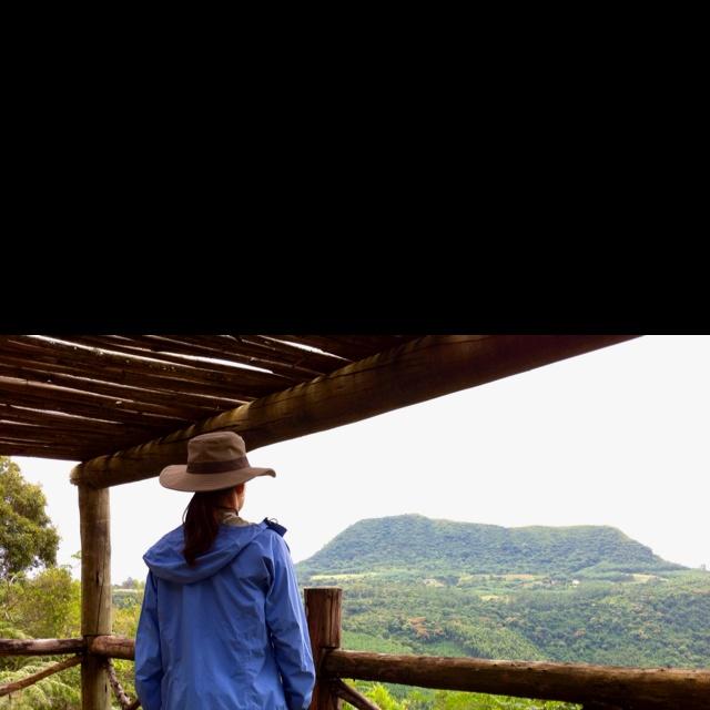 La Hacienda, en Gramado (Brasil), un hotel rural de gran categoría con estas vistas y una finca de 70 ha para gozarlas. Servicio refinado. Mil detalles. Encanto rústico y auténtico. Un bufé de desayuno privado, servido con delicadeza en la propia mesa.