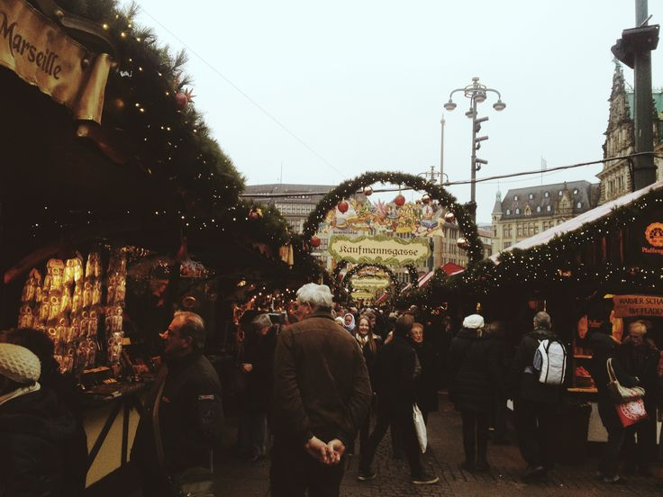 festive season market. oh the smell  // Hamburg, Germany