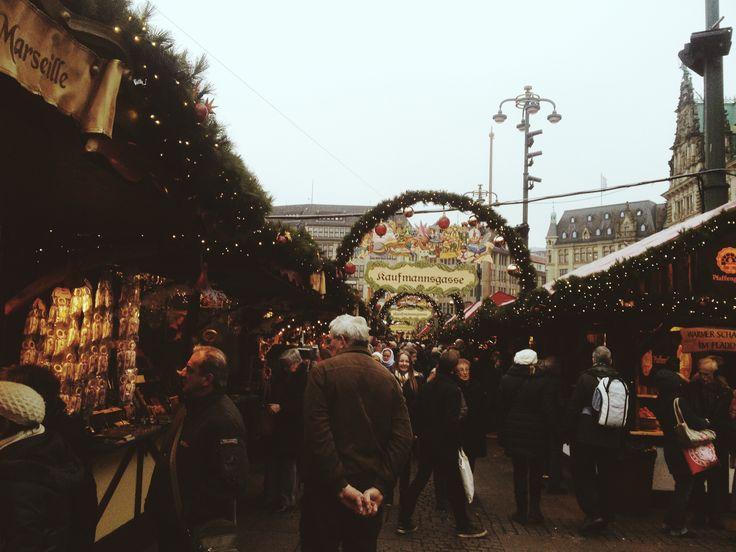 festive season market. oh the smell  // Hamburg, Germany