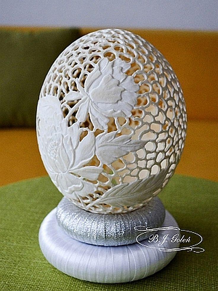 Strusia pisanka -  BJGoleń - egg carved in Poland easter wielkanoc Poniatowa pisanki haft Richelieu ażurowe jajka skorupki struś eggshell