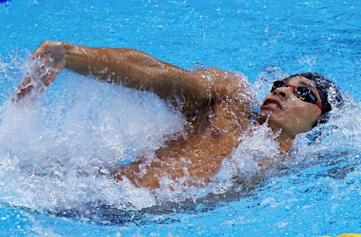 五輪・競泳 男子100メートル背泳ぎ決勝で力泳する入江陵介
