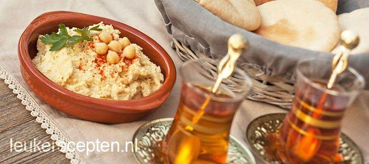 Puree op basis van kikkererwten die vaak met pitabrood of Turks brood wordt geserveerd