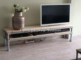 TV meubel met steigerhouten blad en steigerbuis onderstel - Eigentijdse Meubelen