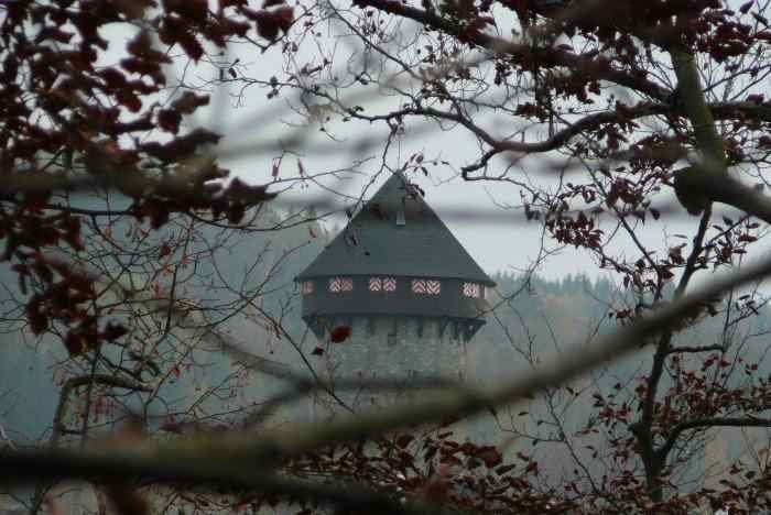 Pohled na hrad Sovinec ze Soví skály