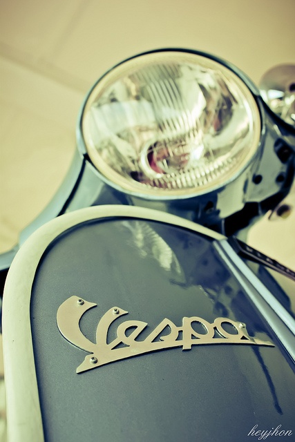 Vespa by heyjhon, via Flickr