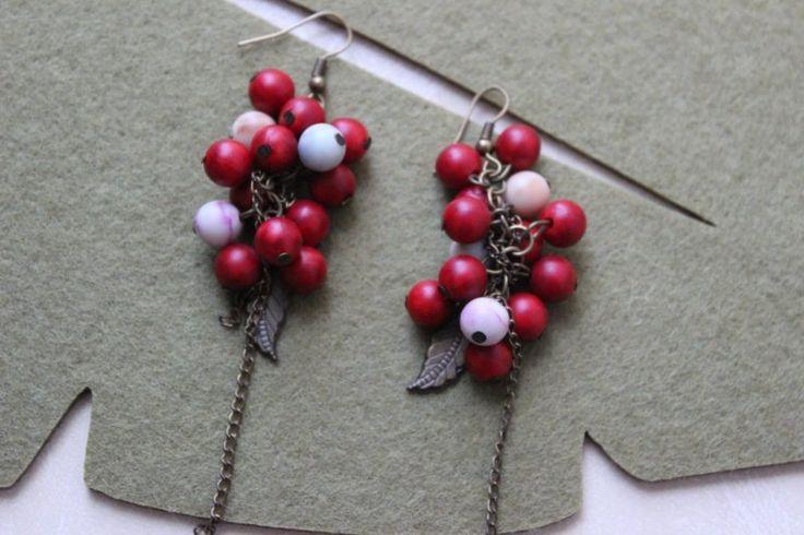 Pendientes de racimo en tonos rojos. www.aventurineabalorios.es