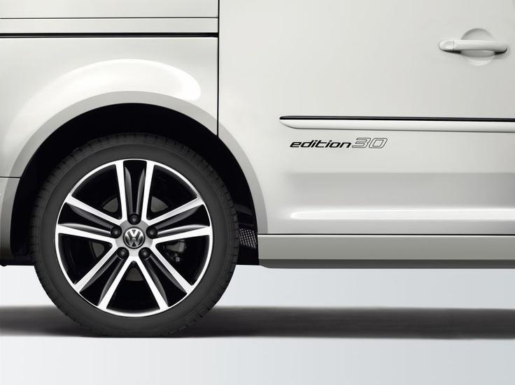 De treizeci de ani, Volkswagen Caddy Life si Caddy Kombi conduc familii si gasti aventuroase in siguranta si confort, iar varianta Furgon transporta marfa in cele mai bune conditii. Pentru a sarbatori cei 30 de ani parcursi in sprijinul clientilor sai, Volkswagen a lansat in 2012 aniversarul Caddy Edition 30.