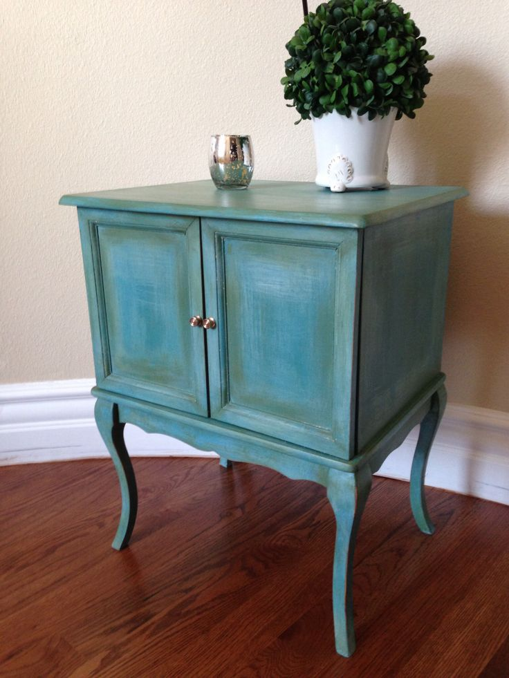 Beautiful Handpainted table. Fabulous faux. Facebook.com/Restoreology