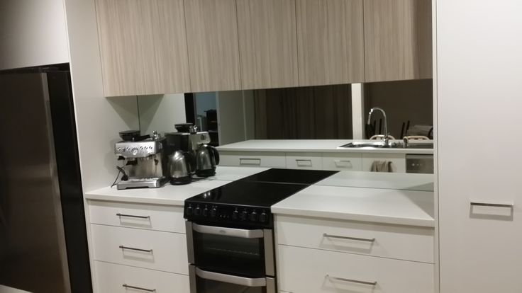 Our customer, sent us this photo of her 60cm Freestanding Induction Cooker (FSE61IS) featured in a sleek, modern kitchen. The oven is perfectly accentuated by the contemporary cabinetry, contrasting in beech wood and white. The design is finished with precision with large stainless draw handles and a square edge benchtop. Our favourite aspect of this kitchen has to be the spectacular addition of a mirrored splashback – what a fabulous, timeless statement. #Belling #UKmade #madeinBritian…