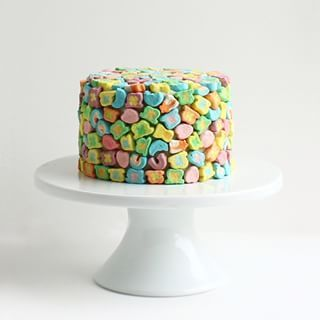 Or Lucky Charms. | 28 Insanely Creative Ways To Decorate A Cake That Are Easy AF