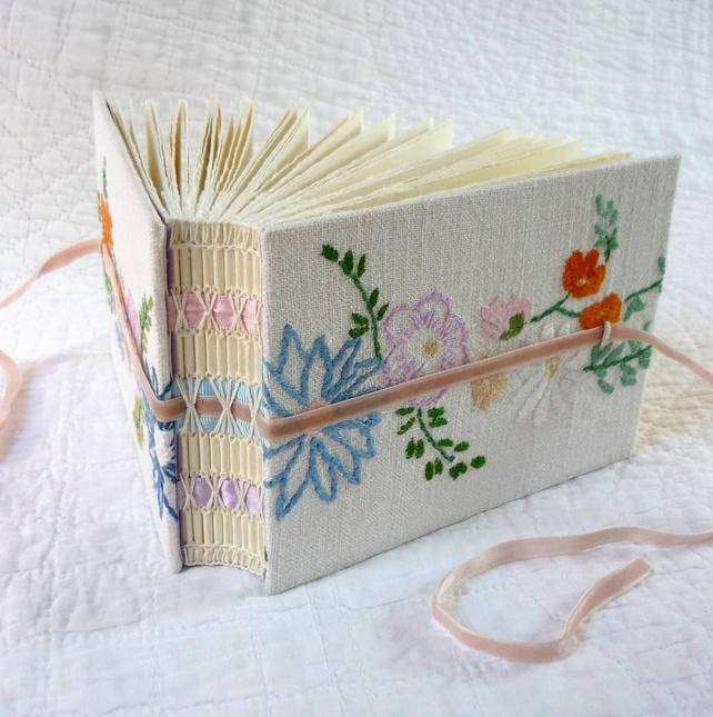Kate Bowles ... lindo trabalho de encadernação artesanal