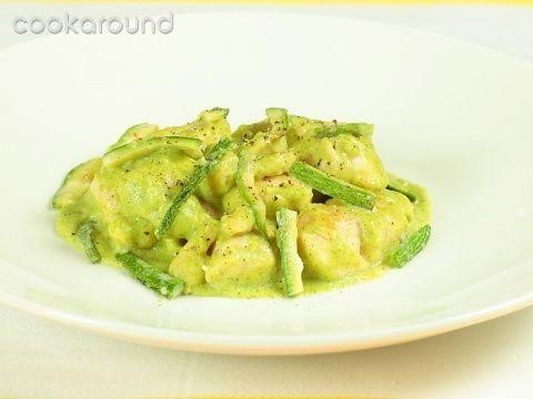 Petti di pollo in crema di zucchine: Ricette di Cookaround | Cookaround