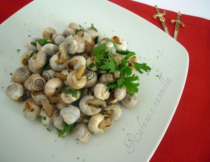 Lumache aglio e prezzemolo  http://blog.giallozafferano.it/rafanoecannella/lumache-aglio-prezzemolo/