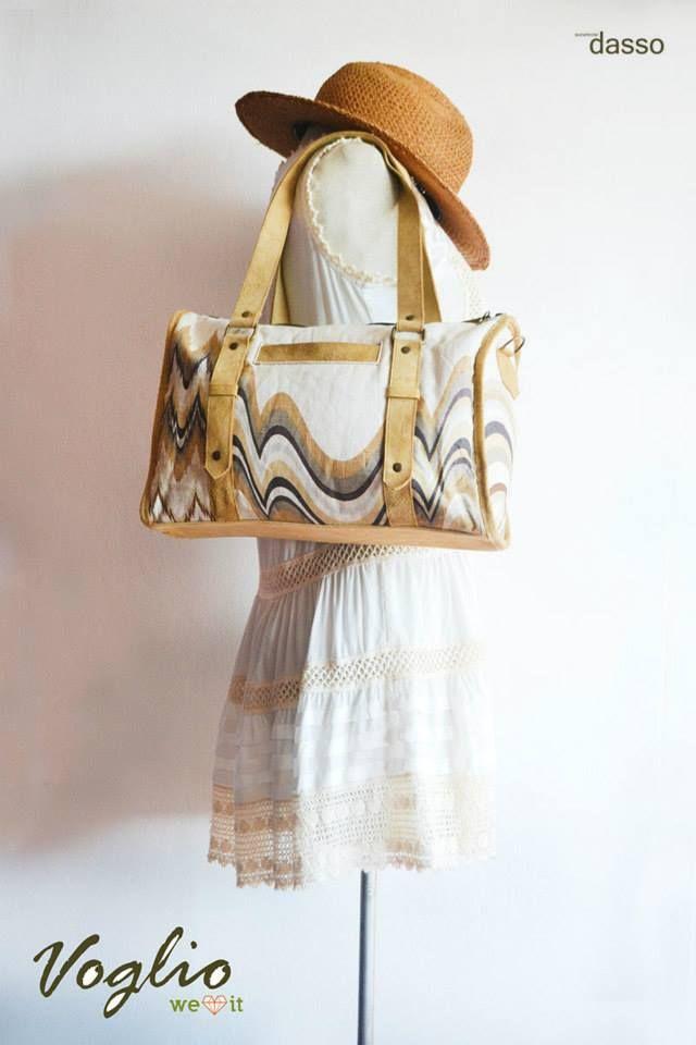 Nueva marca en nuestro showroom. Voglio combina de manera creativa hermosas telas y cuero. En este álbum encontraras modelos de bolsos.