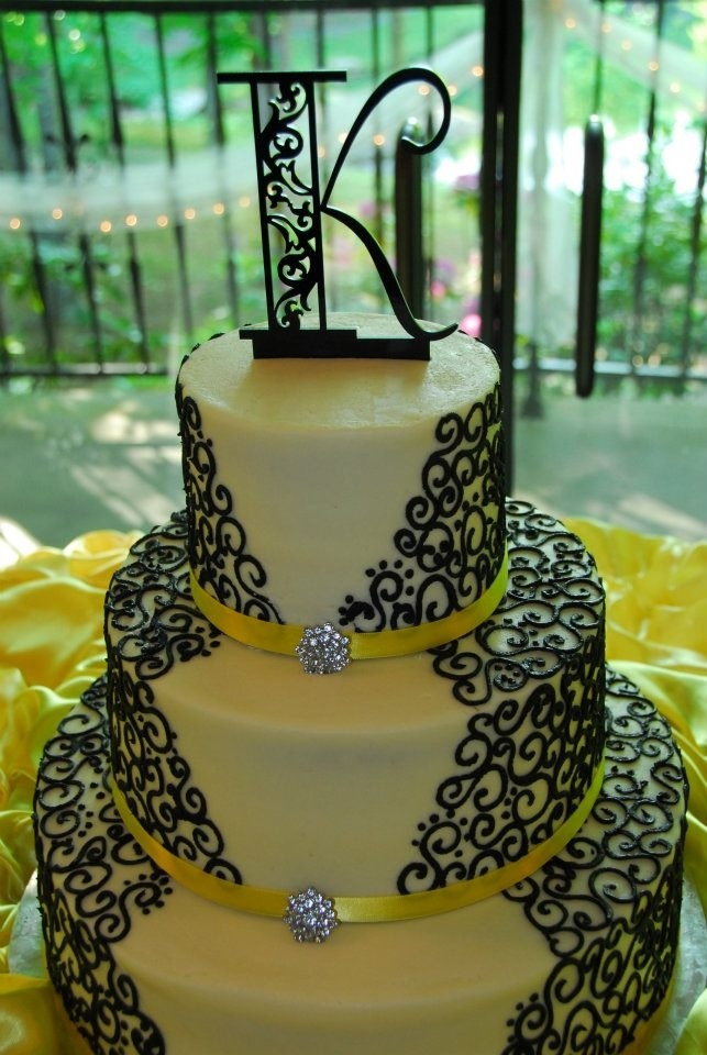 yellow black and white wedding cake 25 best ideas about yellow wedding cakes on 27693