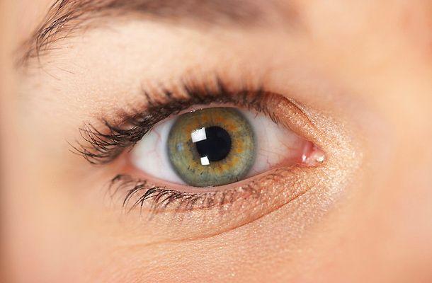 rejtett szemhéj - hooded eyes