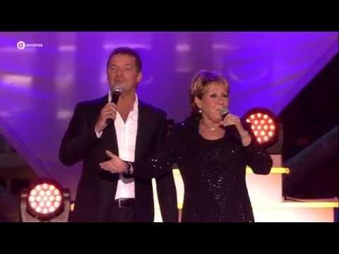 Marianne Weber & John de Bever - Een echte vriend | Sterren Muziekfeest op het Plein - YouTube