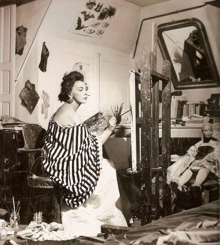 永久鏈接到萊昂諾爾·菲尼在她的工作室街Payenne,巴黎,1952年