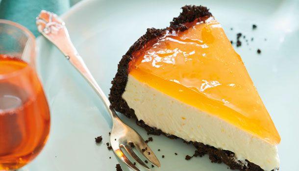 Cheesecake med tre lækre lag! Først en sprød oreo-bund, dernæst en fløjlsblød creme og til sidst en gelé-top med Aperol og mousserende vin. Denne kage går du bestemt ikke galt i byen med.