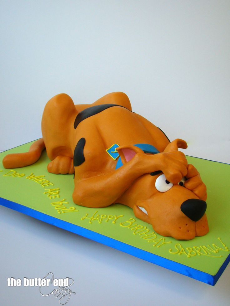 3-D sculpted scared Scooby Doo by The Butter End Cakery