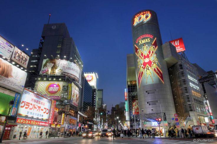 Tóquio, Japão: Essa megalópole, considerada uma das cidades mais seguras do mundo, é lembrada como um dos destinos mais fascinantes da Ásia. Belezas naturais exuberantes contrastam com prédios futuristas e construções com arquiteturas milenares. Em Tóquio, você pode ver de tudo um pouco e por isso é tão imperdível! Além da culinária ser maravilhosa, a cidade conta com parques abertos para visitação, templos religiosos, como o Santuário Meiji, museus, que são um mergulho na cultura local…