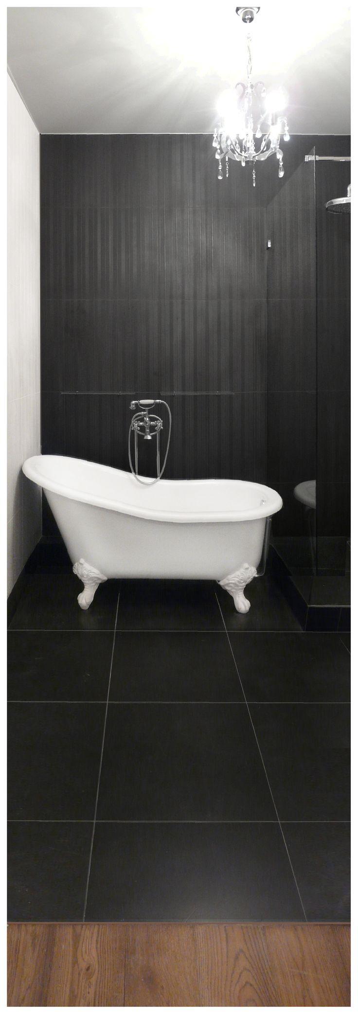 www.kwadratowymetr.pl Classic, black&white bathroom with freestanding bathtub.
