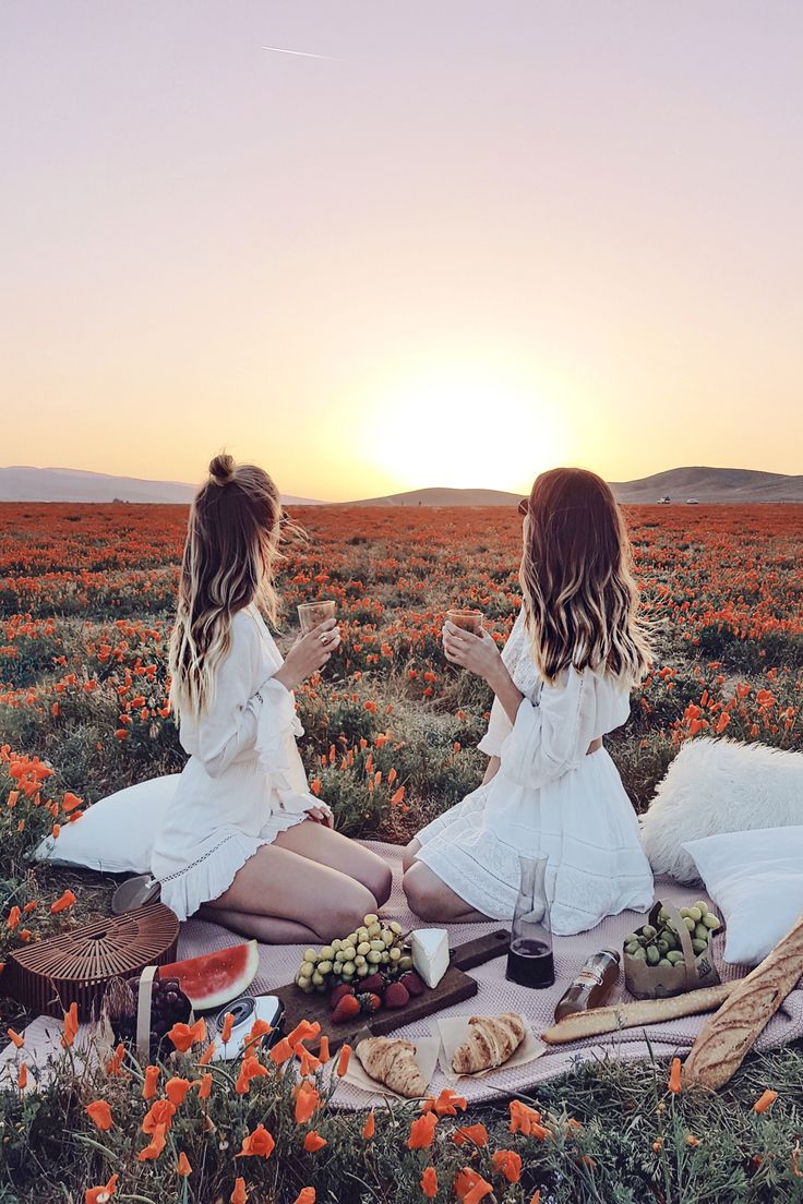 Picnic in the wild flower meadow | California http://www.ohhcouture.com/2017/05/palm-springs-la-17/ #ohhcouture #leoniehanne