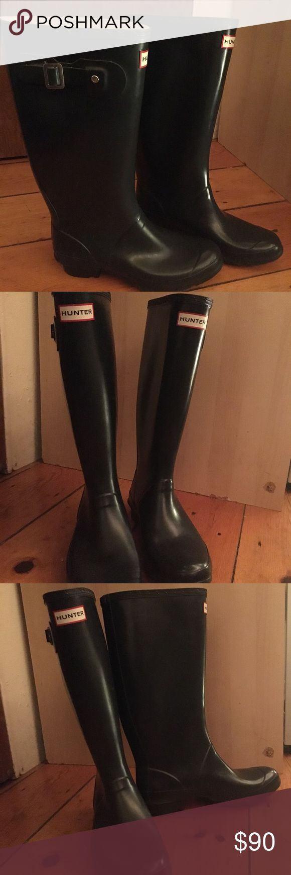 Navy blue tall Hunter rain boots (wide calf) Size 8, wide calf, Navy blue, matte Hunter Rain Boots for sale! Do you want to be fashionable and functional? Look no further! These Hunter boots are just the thing for you!! They are in good condition. No holes, rips or big scratches :) Hunter Shoes Winter & Rain Boots