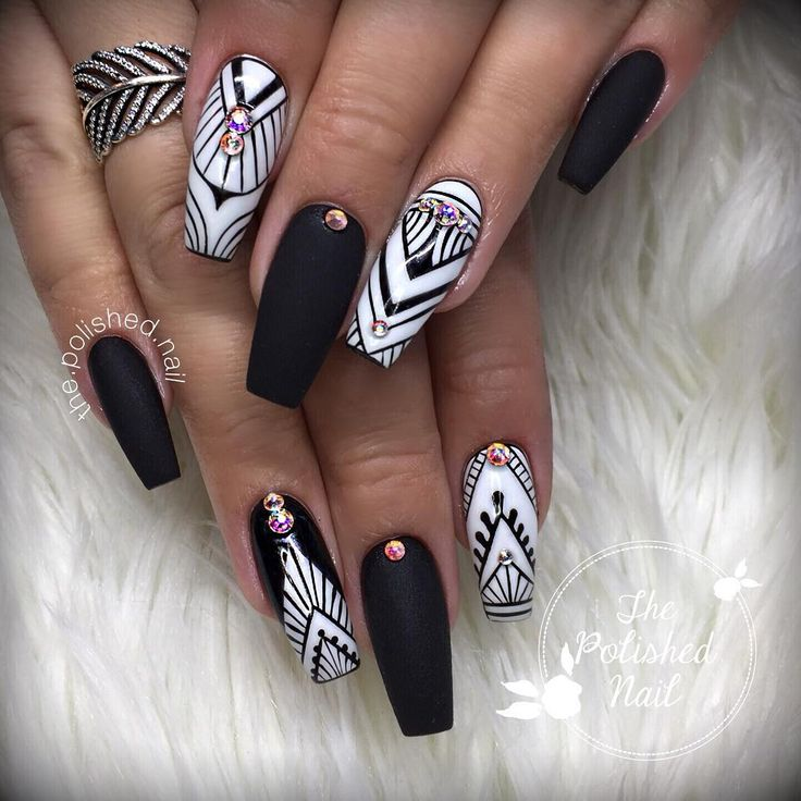 "738 Likes, 12 Comments - Natalie Kinal (@the.polished.nail) on Instagram: ""➖Black and White➖ Using Amore Ultima Elite Black and Elite White • • • Inspired by the extremely…"""
