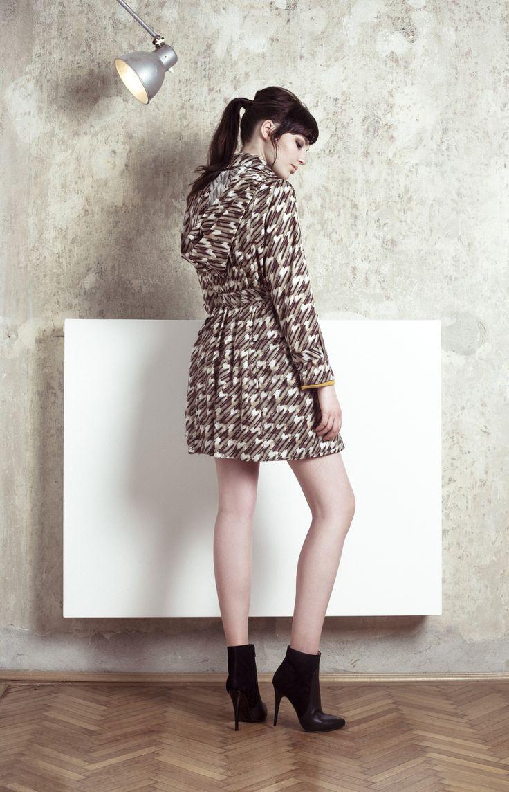 Enihorn 2015 ősz-tél: valamennyi ruha Audrey Hepburn egy-egy ikonikus filmes karakterének nevét kapta ebben a szezonban. (Az esőkabát neve: Ann)