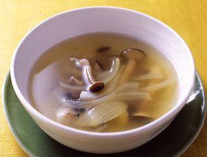 しめじと玉ねぎのコンソメスープ