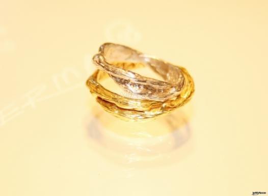 Fedi in oro giallo e bianco per il #matrimonio
