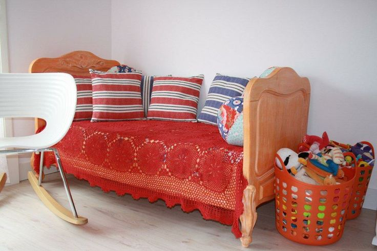 Moon junior bed (150x70cm).  Available in 6 colours.