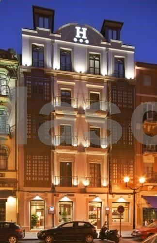 Hotel Blue Marqués de San Esteban Gijón The setting for this hotel is a charming, classic and lovingly restored building, right in the centre of Gijon, next to the Marina.
