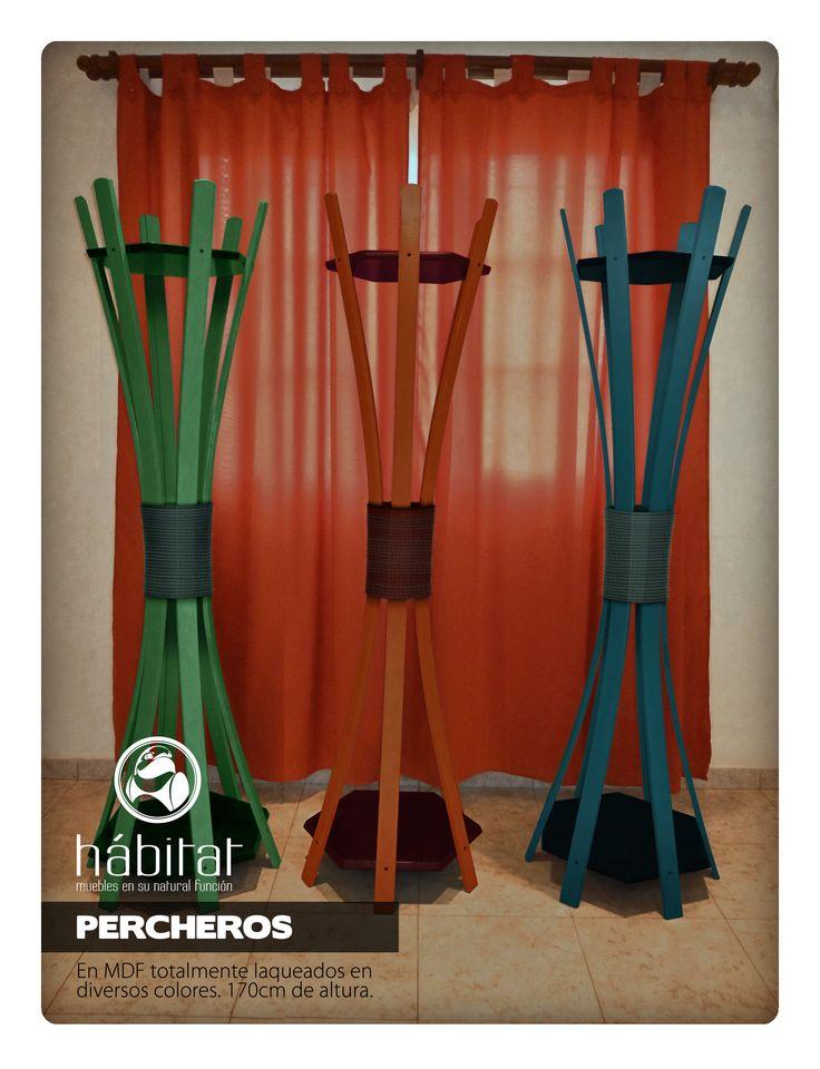 Perchero en MDF totalmente laqueado en diversos colores. 170 cm de altura.