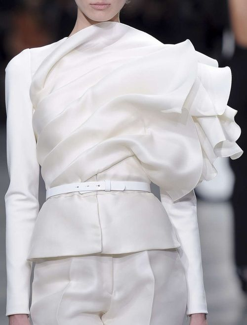 Elegant tailoring with beautifully sculptural form; white fashion details // Stephane Rolland