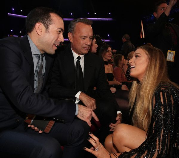 Blake Lively Photos Photos - Actors Tom Hanks (C) and Blake Lively (R) in the audience the People's Choice Awards 2017 at Microsoft Theater on January 18, 2017 in Los Angeles, California. - People's Choice Awards 2017 - Show