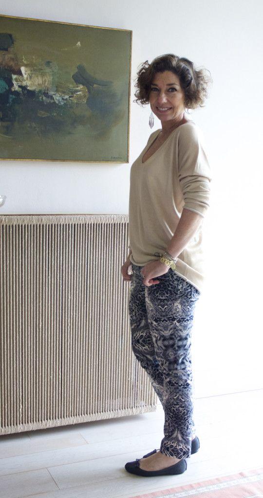 Mudando só o suéter e mais uma vez os acessórios, temos outro look.