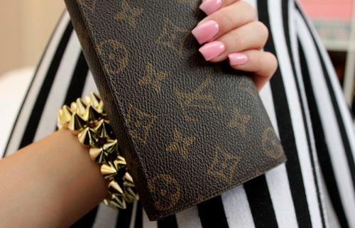 louis: Louisvuitton, Spikes Bracelets, Squares Nails, Nails Colors, Pink Nails, Clutches, Posts, Louis Vuitton Handbags, Louis Vuitton Bags