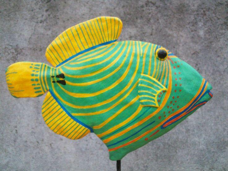 peces decorativos en cartapesta y en cerámica,
