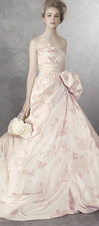 Vera Wang floral print taffeta ball gown  (via ♥ palest pink ♥) #josephine #vogel