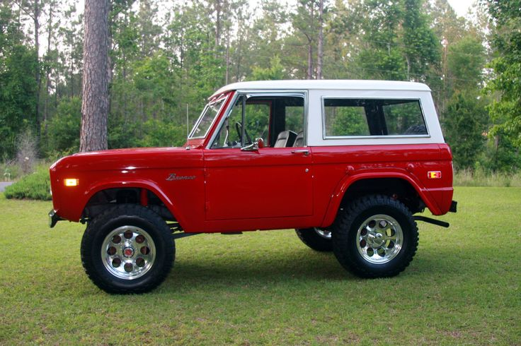 Classic Ford Bronco........Would love to cruise around in this with the top off!...........the Broncos top that is.......