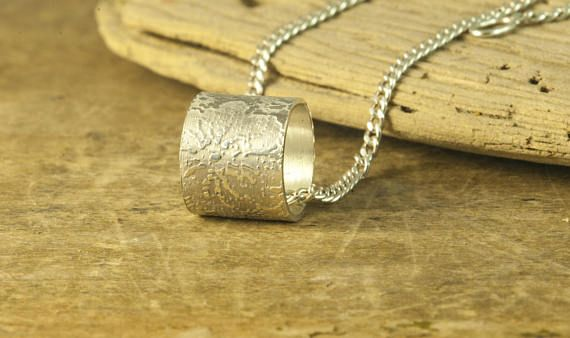 Collier pendentif dentelle tube Collier pendentif dentelle