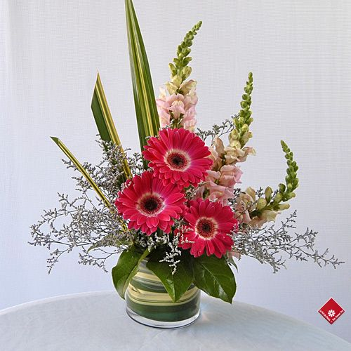 valentine floral arrangements | Modern Flower Arrangement for Montreal Delivery · The Flower Pot